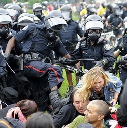 G20-Toronto-Police-Kicking-Unarmed-and-Tied-Up-Civilians (42K)